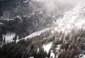 L'elicottero di Regione Lombardia sopra Ludrigno di Ardesio