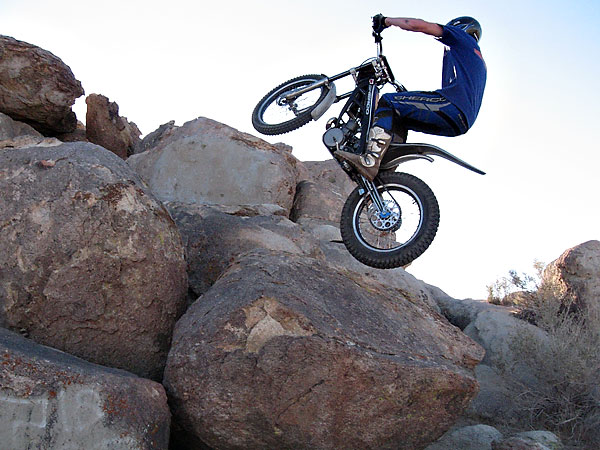 Motorbike Trial Climbing, immagine via BikeBandit.com