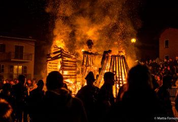 viviardesio ardesio tradizione incendio del fantoccio zenerù mattia fornoni